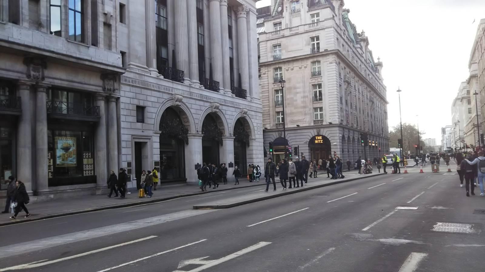 イギリス ロンドン、フランス ヴィシーオークション